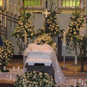 Blumenschmuck für die Trauerfeier